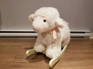 Mouton blanc avec boucle rose à bascule en bois