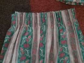Curtains 54x66ins/137×168cms Pleated Top And Tie Backs Like New