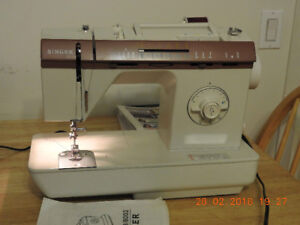 Sewing machine a coudre Singer model 8019 CH