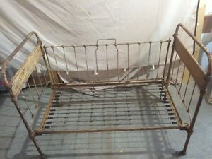 ANTIQUE CRIB HALL BENCH LOVESEAT