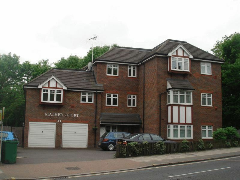 2 bedroom flat in 41 Kenton Road, Harrow, HA3