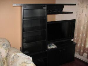 mobilier de salon / modulaire pour téléviseur de couleur noir .