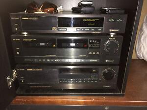 système de son ampli +lecteur c d+lecteur cassette