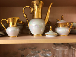 Fancy tea set ivory with gold trim