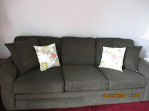 SOFA/CHESTERFIELD/COUCH & LOVESEAT FOR SALE