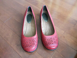 Souliers Hush Puppies rouges