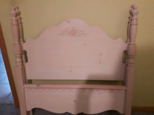 Girls 4 poster twin bed and dresser