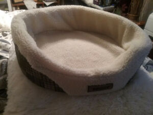 Dog bed like new 23 in × 19 in. For a small dog
