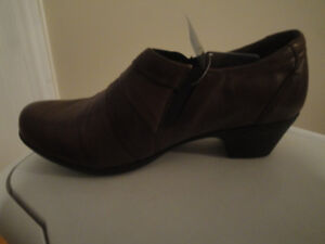 SIZE 39 BROWN VOLKS WALKERS - SO COMFORTABLE!  BRAND NEW!