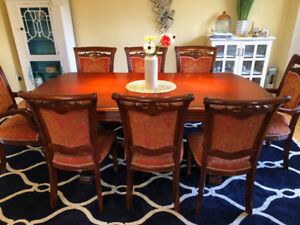 dinning table +6 chairs set( 4 chairs and 2 master chairs only )
