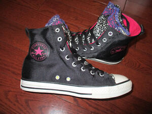 Converse ladies size 7 shoes great condition