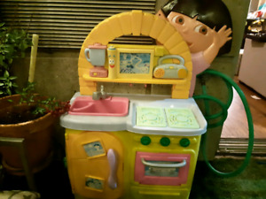 Play kitchen (Dora)