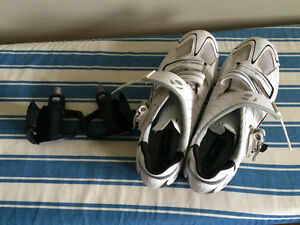 Ladies size 8 Bontrager bike shoes and clips