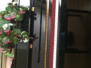 Samick upright piano hardly used must sell