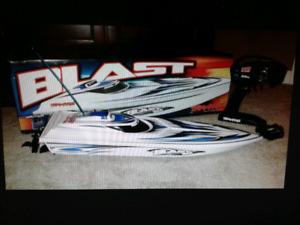 """24"""" Traxxas Blast race boat RC"""