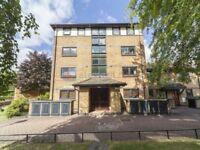 1 bedroom flat in Falcon Way, Isle of Dogs E14