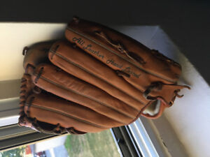 Woman's leather vtg cooper baseball glove
