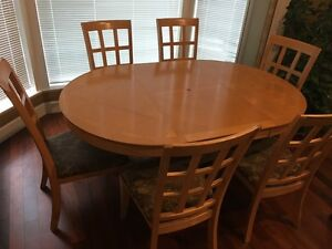 Dining or breakfast table like new for sale