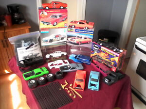 1:24 scale model car lot