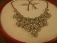 Gorgeous 14kt Gold Necklace with Swarovski Crystals!