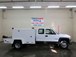 2004 GMC  3500 E/C 4x4 With Boden Deck