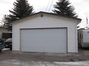 Inner City , Large Double Garage in Mayland Heights NE