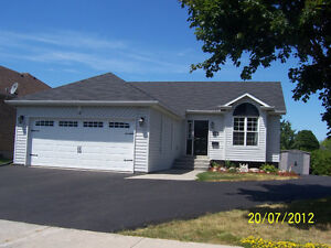 EXCELLENT LINDSAY BASEMENT APARTMENT AVAILABLE