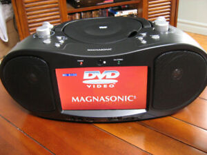 BOOMBOX DVD /CD / RADIO /USB / TV 7 POUCES NEUF / NEW