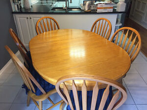Oak kitchen table and 6 chairs with cushions,excellent condition