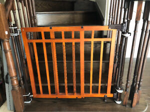 Banister and Stair Gate with Dual Installation kit
