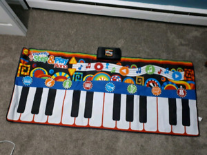 LIKE NEW- GIGANTIC STEP AND PLAY PIANO