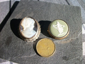 Broches ou Pendentifs Wedgewood et Abalone 25$ chaque