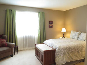 ROOM TO RENT HOUSE BACKING ONTO LAMBTON COLLEGE FEMALES ONLY
