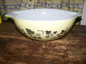 Yellow and White Pyrex Ovenware Cinderella Mixing Bowl 4 QT
