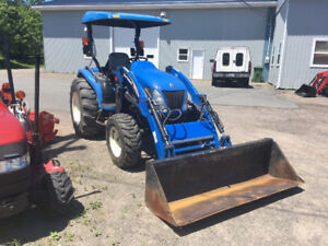 New Holland TC40DA Compact Tractor with Loader