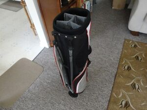 12 Piece Golf Clubs and Bag .
