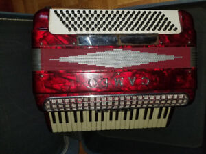 Selling CAMEO accordion in perfect condition ($300 obo)