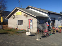 QUALICUM BEACH BC: PATS ANTIQUES AND COLLECTIBLES