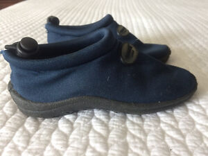 Water Shoes -Size 9 West Island Greater Montréal image 2