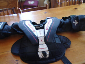 CHEST PROTECTOR BAUER PERFORMANCE 2  JUNIOR SMALL  75.00 OR BO