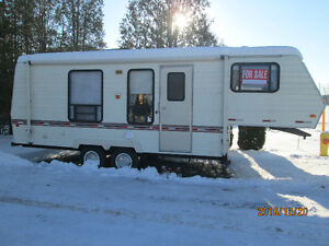 25,5 foot 5th wheel travel trailer London Ontario image 1