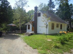 Chalet(cottage)au bord de la Riviere aux Ormes.(Elms Tree River)