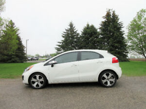 2014 Kia Rio EX-Hatchback w/ Leather & Nav!! NEW TIRES & 1 OWNER