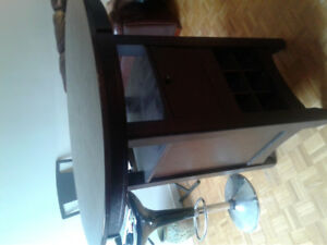 Bar height bar/dining table excellent cond.