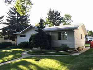 Renovated 1100 sq ft St. Albert Main-Floor Three Bedroom Home!