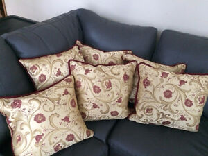 """Custom Made Gorgeous Downfilled 18"""" x 18"""" Floral Pillows Cambridge Kitchener Area image 1"""
