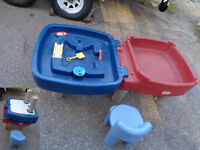 Little tykes Water/Sand table and chair
