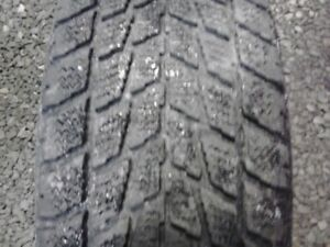 2 pneus hiver 215-70-15