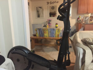 ULTIMATE FITNESS E-1000 ELLIPTICAL SOLID CLEAN EXCELLENT COND.!