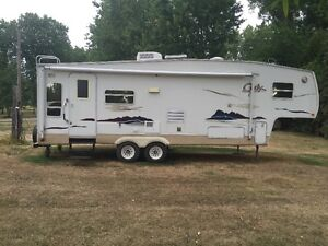 2006 CODY FIFTH WHEEL COMES WITH HITCH